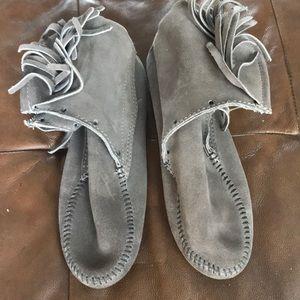 Grey suede short boots - Minnetonka